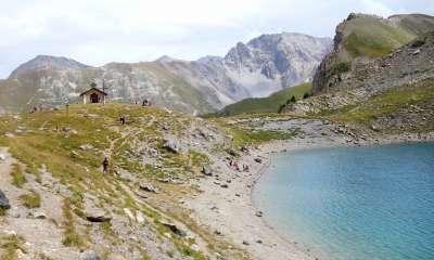 Randonnée au lac Saint-Anne - Lac et chapelle Saint-Anne (Crédits : Cyril Gautreau)