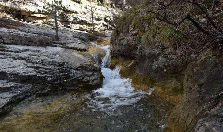 Balade de St-Génis dans les Gorges du Riou - Pays du Buëch- entre Sisteron et Serre-ponçon  (Crédits : Sabine Meneut)