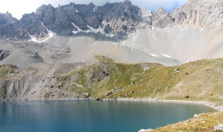 Randonnée au lac Saint-Anne - Lac Saint-Anne et pics de la Font Sancte (Crédits : Léa Charbonnier)