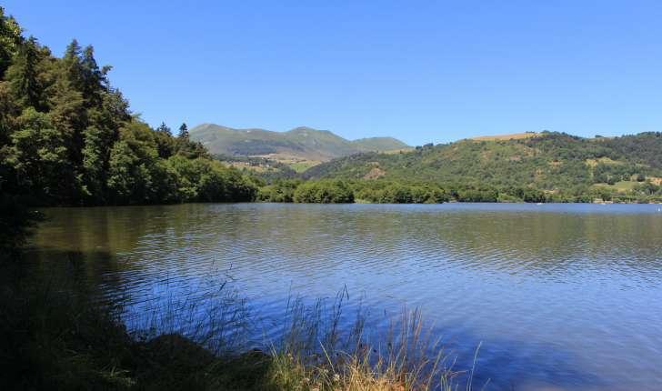 Lac Chambon et les Monts Dore (Crédits: Thibault Rudel - Natural Solutions)