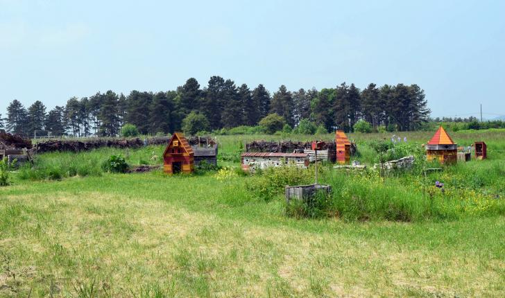 Jardins partagés, ruches et hôtels à insectes sont installés autour de la maison de quartier des Piédalloues.