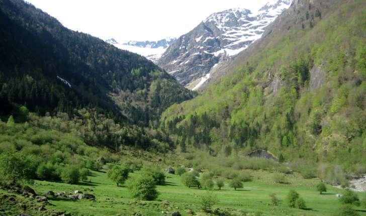 Val d'Astau au départ de la balade du lac d'Oô (Crédits : Evelyne Liauzun)